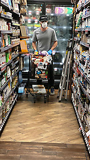 Casey Affleck wears a mask and gloves as he stocks up on supplies - 23 March 2020