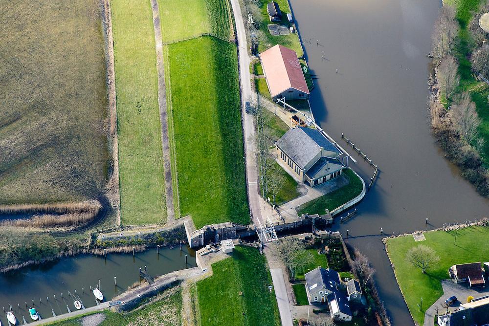 Nederland, Friesland, Gemeente Dongeradeel, 28-02-2016; Ezumazijl, buurtschap met zijl - sluis voor scheepvaart van Dokkum naar voormalige Lauwerszee (nu: Lauwersmeer). Gemaal Dongerdielen.<br /> Small hamlet north Friesland, with lock  connection to former inner sea.<br /> <br /> luchtfoto (toeslag op standard tarieven);<br /> aerial photo (additional fee required);<br /> copyright foto/photo Siebe Swart