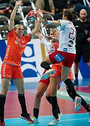 09-12-2019 JAP: Denmark - Netherlands, Kumamoto<br /> Second match Main Round Group1 at 24th IHF Women's Handball World Championship, Netherlands lost also the second match against Denmark with 27 - 24. / Danick Snelder #10 of Netherlands