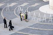 Nationale Dodenherdenking 2020 vanaf de Dam in Amsterdam. De Dam is vanwege de coronamaatregelen niet toegankelijk voor publiek. Koning Willem-Alexander houdt er een toespraak en samen met koningin Maxima zal hij een krans leggen bij het Monument op de Dam.<br /> <br /> National Remembrance Day 2020 from Dam Square in Amsterdam. The Dam is not open to the public due to the corona measures. King Willem-Alexander will give a speech and together with Queen Maxima he will lay a wreath at the Monument on the Dam.