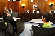 Nederland, Arnhem, 21-2-2007..Kinderen spelen rechtbank in een echte rechtzaal in het paleis van justitie...Foto: Flip Franssen/Hollandse Hoogte