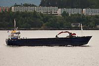 Lastebåten Torvind på vei ut Ellingsøyfjorden.<br /> Foto: Svein Ove Ekornesvåg