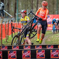 21-12-2019: Cycling : Waaslandcross Sint Niklaas: Pauliena Rooijakkers and Kim van der Steen batteling each other at the obstacle