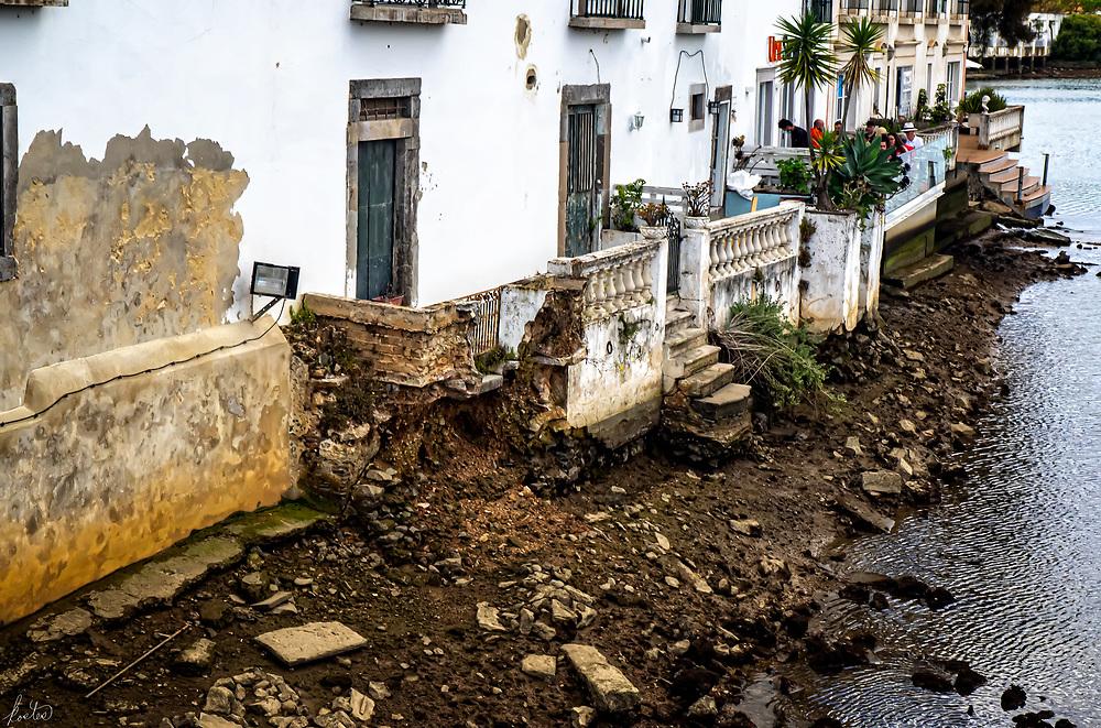 A building decaying along the Rio Gilão.