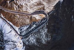 THEMENBILD - Blick auf die Strasse mit den Schnee bedeckten Bergen in der Morgensonne. Fuschertörl. Die Grossglockner Hochalpenstrasse verbindet die beiden Bundeslaender Salzburg und Kaernten und ist als Erlebnisstrasse vorrangig von touristischer Bedeutung, aufgenommen am 11. September 2019 in Fusch a. d. Grossglocknerstrasse, Österreich // View on the road with the snow covered mountains in the morning sun, Fuschertoerl. The Grossglockner High Alpine Road connects the two provinces of Salzburg and Carinthia and is as an adventure road priority of tourist interest, Fusch a. d. Grossglocknerstrasse, Austria on 2019/09/11. EXPA Pictures © 2019, PhotoCredit: EXPA/ JFK