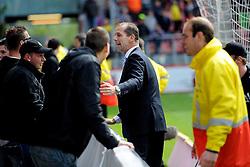 16-05-2010 VOETBAL: FC UTRECHT - RODA JC: UTRECHT<br /> FC Utrecht verslaat Roda in de finale van de Play-offs met 4-1 en gaat Europa in / Utrecht publiek viert massaal hun feestje op het veld en voorzitter Jan Willem van Dop probeert ze tegen te houden<br /> ©2010-WWW.FOTOHOOGENDOORN.NL