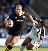 Wycombe. GREAT BRITAIN, 10th October 2004, Guinness Premiership Rugby, London Wasps and Newcastle Falcons, Adams Park, ENGLAND. [Mandatory Credit; Pete Spurrier/Intersport-images]<br /> <br /> Joe Worsley, attacking handing off Semo Sititi