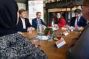 Koning Willem-Alexander heeft een werkbezoek gebracht aan Stichting JobHulp in Culemborg. De stichting begeleidt mensen in een achterstandspositie in het vinden van (vrijwilligers)werk. De Koning bracht het bezoek in zijn hoedanigheid als beschermheer van het Oranje Fonds.<br /> <br /> King Willem-Alexander has paid a working visit to Stichting JobHulp in Culemborg. The foundation guides people in a disadvantaged position in finding (volunteer) work. The King paid the visit in his capacity as patron of the Oranje Fonds.