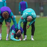 17.11.2020, Trainingsgelaende am wohninvest WESERSTADION - Platz 12, Bremen, GER, 1.FBL, Werder Bremen Training<br /> <br /> <br /> Im Zweikampf +Ömer / Oemer Toprak (Werder Bremen #21)<br /> Milot Rashica (Werder Bremen #07)<br /> Joshua Sargent (Werder Bremen #19)<br /> Schrecksekunde bei  Milot Rashica (Werder Bremen #07)<br /> Verletzung / verletzt / Schmerzen<br /> <br /> <br /> Foto © nordphoto / Kokenge