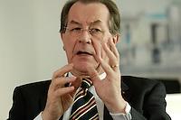 20 OCT 2005, BERLIN/GERMANY:<br /> Franz Muentefering, SPD Parteivorsitzender, waehrend einem Interview, in seinem Buero, Willy-Brandt-Haus<br /> Franz Muentefering, Chairman of the Social Democratic Party, during an interview, in his office, Willy-Brandt-Haus<br /> IMAGE: 20051020-01-024<br /> KEYWORDS: Franz Müntefering