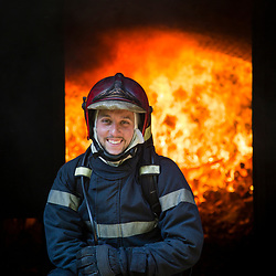 Stage Phénomènes Thermiques organisé au Fort de Domont. Réalisation de brûlages contrôlés à des fins d'étude du feu et de formation aux techniques d'extinction des sapeurs-pompiers.