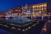 2020-02-08 Kraków. Fontanna na Rynku Głównym w Krakowie,