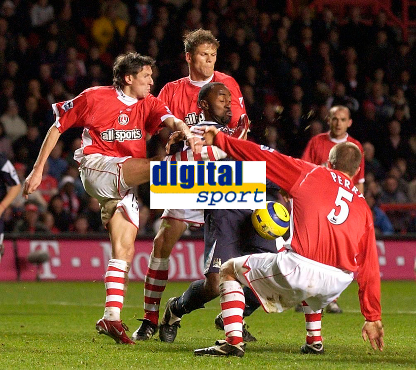 Photo: Daniel Hambury.<br />Charlton Athletic v Manchester City. Barclays Premiership.<br />04/12/2005.<br />City's Darius Vassell is surounded by Charlton players, one of whom fouled him for the penalty.