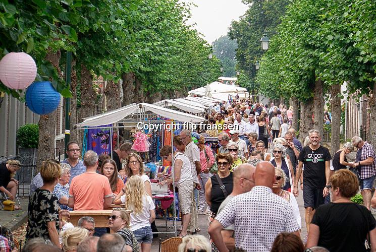 Nederland, Batenburg, 28-7-2019Een goed bezochte Batenburgse dag. Bewoners en bezoekers hebben een mooie dag.Braderie in het stadje,dorp . Deopbrengst komt ten goede an de verenigingen die het dorp rijk zijn.Foto: Flip Franssen