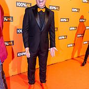 NLD/Amsterdam/20190208- 100% NL Awards  2019, Barry Paf met zijn oranje schoenen