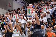 DESCRIZIONE : Beko Legabasket Serie A 2015- 2016 Dinamo Banco di Sardegna Sassari -Vanoli Cremona<br /> GIOCATORE : Tifosi Pubblico Spettatori Scudetto Campioni<br /> CATEGORIA : Tifosi Pubblico Spettatori Postgame<br /> SQUADRA : Dinamo Banco di Sardegna Sassari<br /> EVENTO : Beko Legabasket Serie A 2015-2016<br /> GARA : Dinamo Banco di Sardegna Sassari - Vanoli Cremona<br /> DATA : 04/10/2015<br /> SPORT : Pallacanestro <br /> AUTORE : Agenzia Ciamillo-Castoria/L.Canu