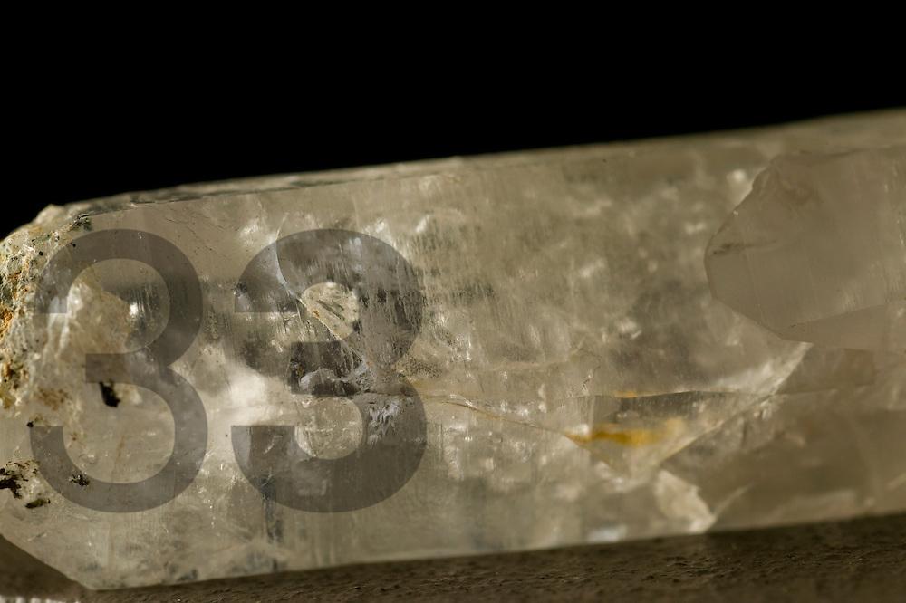 MUSEO DE LOS METALES. Cuarzo con agua fosilizada