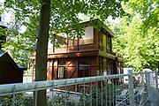 APELDOORN, 09-06-2021 , Kroondomein Het Loo<br /> <br /> Kroondomein Het Loo is een landgoed op de Veluwe, in de Nederlandse provincie Gelderland. Het is het grootste landgoed van Nederland en omvat ongeveer 10.400 hectare.<br /> <br /> Op de foto:  Chalet van koningin Wilhelmina in het paleispark van het Oude Loo