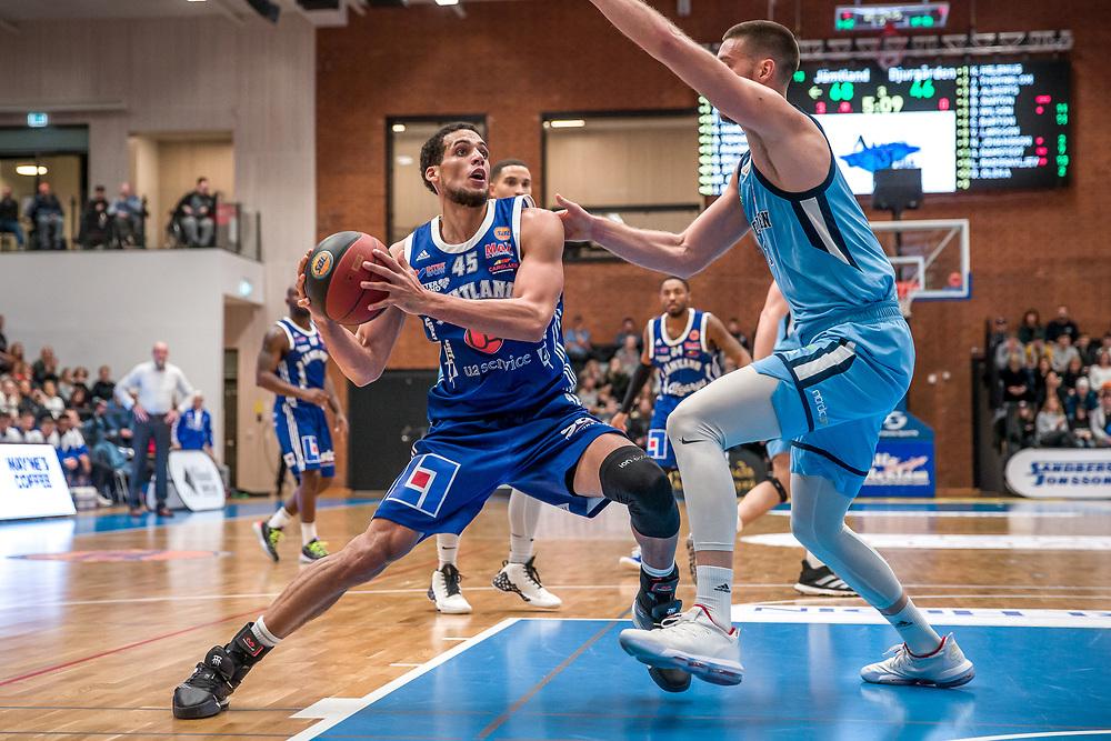 BASKETLIGAN 2019-11-18<br /> Jämtlands Jordan Semple med bollen under måndagens match i basketligan mellan Jämtland Basket och Djurgården<br /> <br /> Foto: Per Danielsson/Projekt.P