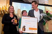 Koningin Maxima reikt Appeltjes van Oranje uit op Paleis Noordeinde / Queen Maxima at the Apples of Orange at Noordeinde Palace.<br /> <br /> Op dew foto / On the photo:  Koningin Maxima reikt een Appeltje van Oranje uit aan Stichting AanZet