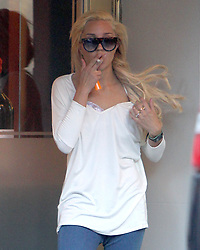 EMBARGOED FOR WEB AND APPS IN FRANCE UNTIL OCT. 25 - Exclusive -TV personnality/actress Amanda Bynes is shopping at Barney's New York store few minutes before security at the Madison Avenue store after Amanda walked out wearing a 0 hat for which she had not paid, security guards brought the actress back into the high-end store and called police, but she told the guards she had accidently raced out of the front door wearing the hat to avoid fans in New York City, NY, USA, on October 8, 2014.  Photo by Charles Guerin/ABACAPRESS.COM  | 470208_030 New York City Etats-Unis United States