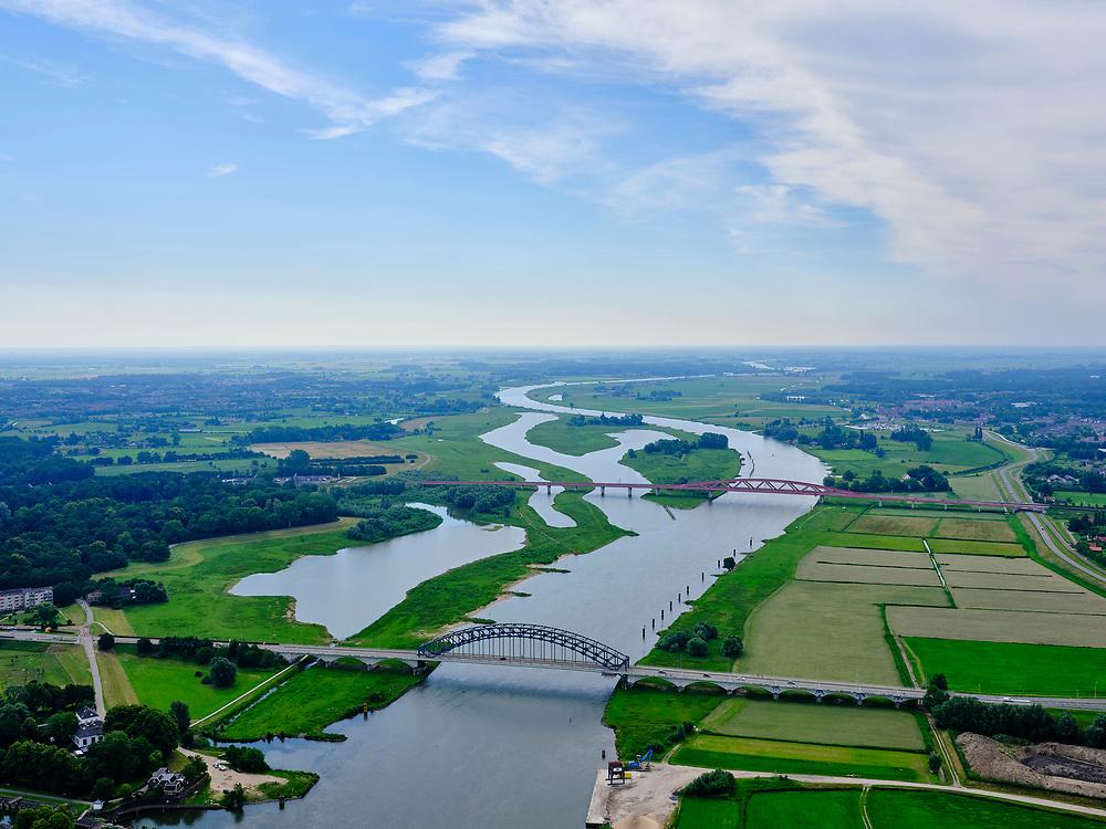 Nederland, Overijssel, Gemeente Zwolle, 21–06-2020; IJssel bij Zwolle, IJsselbrug Hattem, brug voor het wegverkeer. De tweede brug is de spoorbrug van de Hanzelijn, de  Hanzeboog.<br /> IJssel near Zwolle, IJssel bridge, Hattem bridge for road traffic. The second bridge is the railway bridge of the Hanze line, the Hanzeboog.<br /> luchtfoto (toeslag op standaard tarieven);<br /> aerial photo (additional fee required)<br /> copyright © 2020 foto/photo Siebe Swart