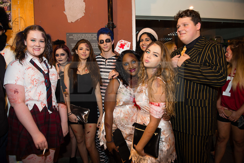 © London News Pictures. 31/10/2015. Aberystwyth, UK,. A Groups of university students in fancy dress outhaving fun and partying in the streets of Aberystwyth on an unusually warm Halloween night. Photo credit: Keith Morris/LNP