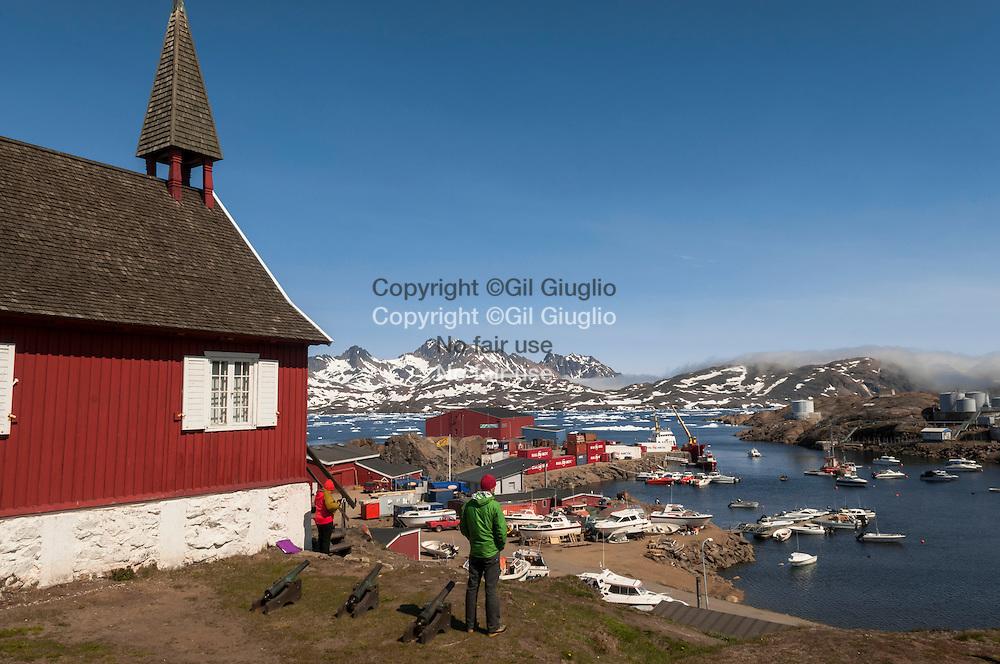 Groenland, Sermersooq, église et port de Tasilaq // Greenland, Sermersooq, Tasilaq church and harbour