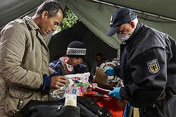 03.10.2015, Grenzübergang, Salzburg - Freilassing, GER, Flüchtlingskrise in der EU, im Bild die Flüchtlinge werden von Polizisten bei Ihrer Ankunft in Deutschland auf gefährliche Gegenstände überprüft und registriert // the refugees are checked by police on arrival in Germany on dangerous objects and they will be registered. Europe is dealing with its greatest influx of migrants and asylum seekers since World War II as immigrants fleeing war and poverty in the Middle East, Afghanistan and Africa try to reach Germany and other Western European countries, Austrian - German Border, Freilassing on 2015/10/03. EXPA Pictures © 2015, PhotoCredit: EXPA/ JFK