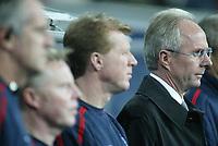 Fotball<br /> Privatlandskamp<br /> Spania v England<br /> 17. november 2004<br /> Foto: Digitalsport<br /> NORWAY ONLY<br /> England coach Sven Goran Eriksson stands with his coaching staff Steve McLaren, Sammy Lee and Ray Clemence