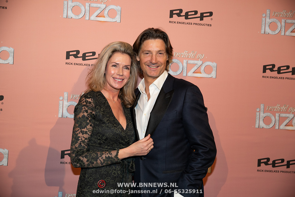 NLD/Amsterdam/20200203 - Premiere musical Verliefd op Ibiza, Rick Engelkes met partner Marie Claire Noorlander