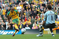 Photo: Ashley Pickering.<br />Norwich City v Cardiff City. Coca Cola Championship. 21/10/2006.<br />Robert Earnshaw takes a clear shot on goal.