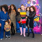 NLD/Utrecht/20190203- Première De LEGO Film 2, Trijntje Oosterhuis met haar dochtertje Maël Joni Ronde en Berget Lewis en .......