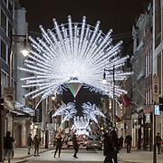 Decorazione natalizie in Bond Street, la famosa via della moda in Mayfair, elegante quartiere in centro a Londra<br /> <br /> Christmas lights 2020 in #Bondstreet the famous fashion street in #Mayfair, the elegant district in #CentralLondon