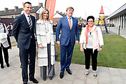 Koning Willem-Alexander en koningin Maxima bij basisschool De Vijfmaster tijdens de jaarlijkse Koningsspelen. //// King Willem-Alexander and Queen Maxima at elementary school De Fivemaster during the annual Royal Games.<br /> <br /> Op de foto / On the photo:  Richard Krajicek met Koning Willem-Alexander en koningin Maxima
