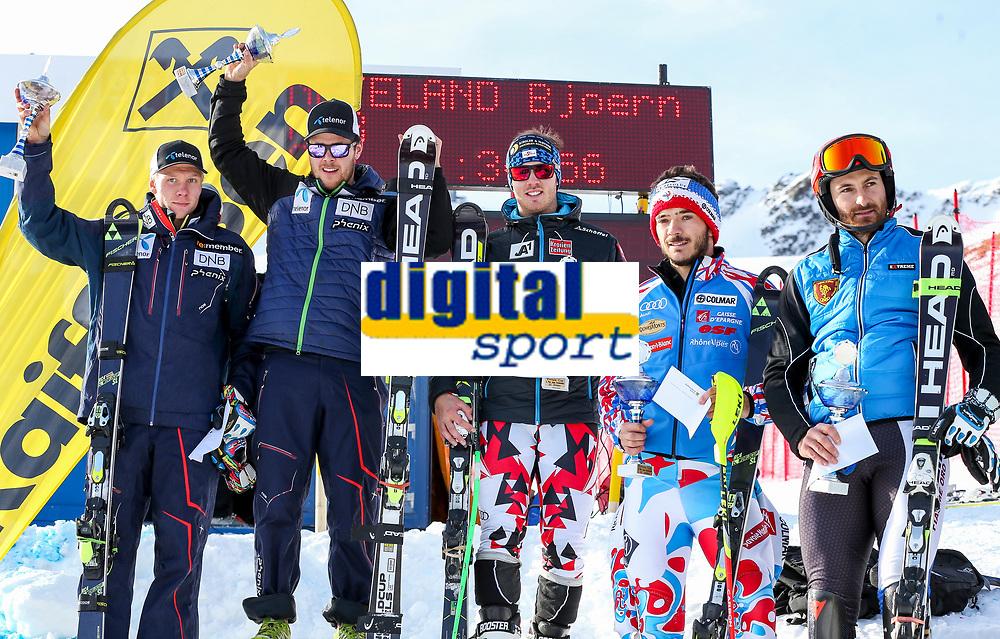Alpint<br /> FIS Europa Cup<br /> 11.12.2015<br /> Foto: Gepa/Digitalsport<br /> NORWAY ONLY<br /> <br /> SOELDEN,AUSTRIA,11.DEC.15 - ALPINE SKIING - FIS Europa Cup, Rettenbachferner, Super G, men, award ceremony. Image shows Marcus Monsen (NOR), Bjørnar Neteland (NOR), Christian Walder (AUT), Paolo Pangrazzi (ITA) and Cyprien Sarrazin (FRA).