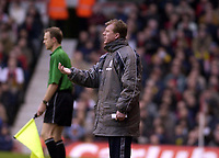 Picture: Henry Browne.<br /> Date: 10/01/2004.<br /> Arsenal v Middlesborough FA Barclaycard Premiership.<br /> Steve McClaren signals to his players.