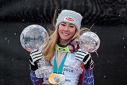 18.03.2018, Aare, SWE, FIS Weltcup Ski Alpin, Finale, Aare, Gesamt Weltcup, Damen, Siegerehrung, im Bild Mikaela Shiffrin (USA, Riesenslalom Weltcup 3. Platz, Slalom Weltcup und Gesamt Weltcup 1. Platz) mit ihren Olympia Medaillen und Ihren Kristallkugeln // Overall World Cup winner Slalom World Cup winner and Giant Slalom World Cup third placed Mikaela Shiffrin of the USA with her olympic medals and crystal globe during the allover winner Ceremony for the ladie's Worlcup of FIS Ski Alpine World Cup finals in Aare, Sweden on 2018/03/18. EXPA Pictures © 2018, PhotoCredit: EXPA/ Johann Groder