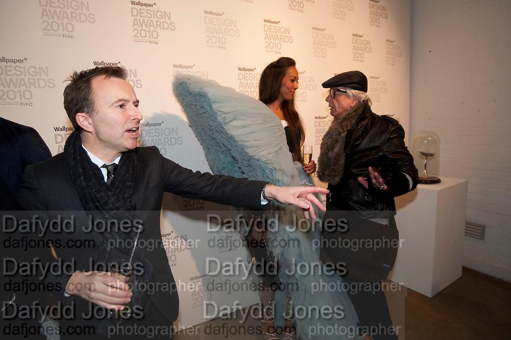 TONY CHAMBERS; APPHIA MICHAEL; NICKY HASLAM, Wallpaper* Design Awards. Wilkinson Gallery, 50-58 Vyner Street, London E2, 14 January 2010 *** Local Caption *** -DO NOT ARCHIVE-© Copyright Photograph by Dafydd Jones. 248 Clapham Rd. London SW9 0PZ. Tel 0207 820 0771. www.dafjones.com.<br /> TONY CHAMBERS; APPHIA MICHAEL; NICKY HASLAM, Wallpaper* Design Awards. Wilkinson Gallery, 50-58 Vyner Street, London E2, 14 January 2010