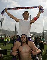 Firenze 29-5-05<br /> Fiorentina Brescia Campionato Serie A 2004 2005<br /> nella  foto Di Livio esulta sulle spalle di Viali a fine partita<br /> Foto Snapshot / Graffiti