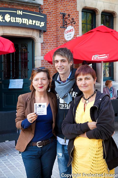 364994-Free Wifi in Café rond de grote markt in Lier-Café In St. Gummarus-Christine Verheylweghen, Nicky Vercauteren, Inge Raats