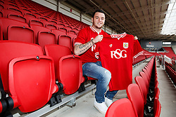 Lee Tomlin poses at Ashton Gate after joining Bristol City on loan from AFC Bournemouth - Mandatory byline: Rogan Thomson/JMP - 27/01/2016 - FOOTBALL - Ashton Gate Stadium - Bristol, England - Bristol City New Signings.
