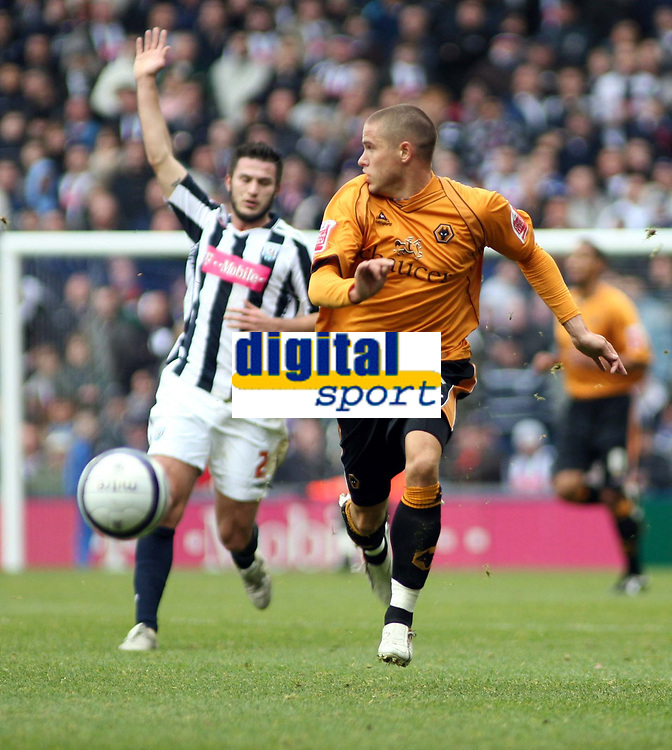 Photo: Mark Stephenson/Sportsbeat Images.<br /> West Bromwich Albion v Wolverhampton Wanderers. Coca Cola Championship. 25/11/2007.Wolves Michael  Kightly makes a good run but is off side