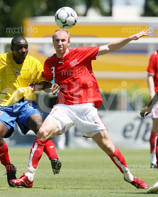 Fussball International Testspiel  Schweiz 1-3 Kolumbien Ludovic Magnin (SUI,re) gegen Edixon Perera (COL)