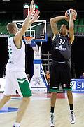 DESCRIZIONE : Siena Eurolega Euroleague 2013-14 MPS Zielona Montepaschi Siena<br /> GIOCATORE : Erick Green<br /> CATEGORIA : tiro tre punti<br /> SQUADRA : Montepaschi Siena<br /> EVENTO : Eurolega Euroleague 2013-2014<br /> GARA : MPS Zielona Montepaschi Siena<br /> DATA : 05/12/2013<br /> SPORT : Pallacanestro <br /> AUTORE : Agenzia Ciamillo-Castoria/ P.Lazzeroni<br /> Galleria : Eurolega Euroleague 2013-2014  <br /> Fotonotizia : Siena Eurolega Euroleague 2013-14 MPS Zielona Montepaschi Siena<br /> Predefinita :