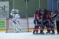 Ishockey , Get - ligaen ,<br /> 27.09.2011 <br /> Kristins Hall<br /> Lillehammer I.K  v  Sparta Sarpsborg  <br /> Foto:Dagfinn Limoseth  -  Digitalsport<br /> Stefan Sjödin , Lillehammer (R) gratuleres etter sin scoring <br /> Phil Osear , Sparta (L)