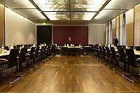 12 DEC 2003, BERLIN/GERMANY:<br /> Uebersicht des leeren Sitzungsaales des Vermittlungsausschusses vor Beginn der Sitzung, Bundesrat<br /> IMAGE: 20031212-01-017<br /> KEYWORDS: Übersicht