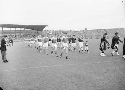 Neg No: 860/a1769-a1778,..4091955AISHCF,...04.09.1955, 09.04.1955, 4th September 1955,..All Ireland Senior Hurling Championship - Final,..Wexford.03-13,.Galway.02-08,..
