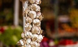 THEMENBILD - Knoblauch bei einem Markt, aufgenommen am 28. Juni 2018 in Fazana, Kroatien // garlic at a Market, Fazana, Croatia on 2018/06/28. EXPA Pictures © 2018, PhotoCredit: EXPA/ JFK