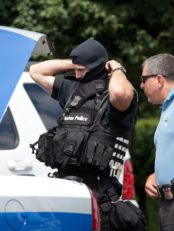 Boston, MA 08/10/2011.Boston Police SWAT officers arrive at the scene of a fatal shooting at 17 Ledgemere Rd. in Brighton on Wednesday morning.  .Alex Jones / www.alexjonesphoto.com